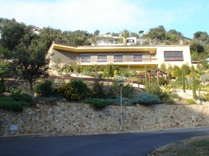 Image de Villa of new construction with a sea view, pool, floor heating and a garden.